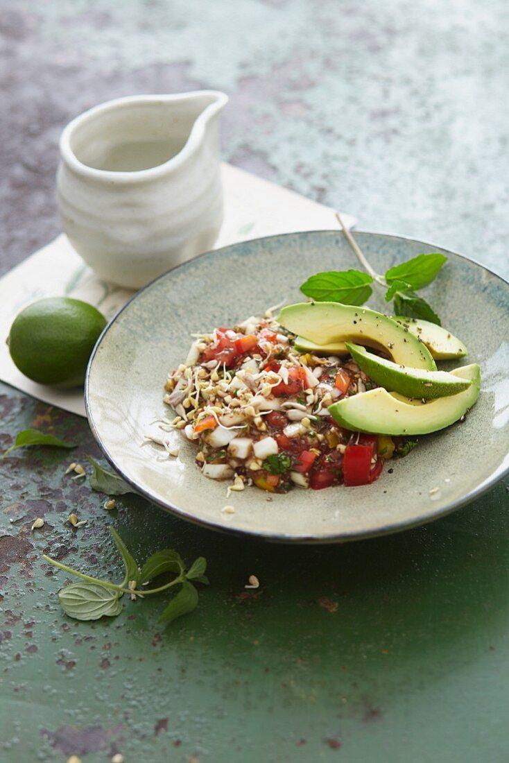 Veganes Chiasamen-Chili mit Buchweizen, Limette und Avocado
