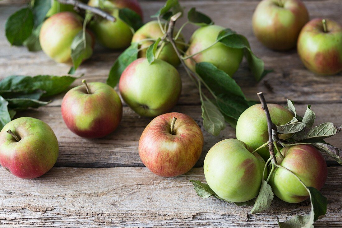 Freshly picked apples on a wooden surface