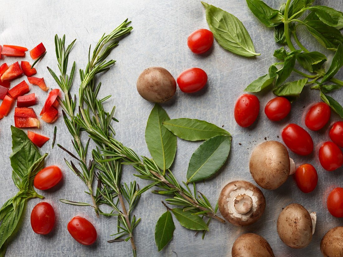 Bay leaves, rosemary, basil, cherry tomatoes, peppers and mushrooms