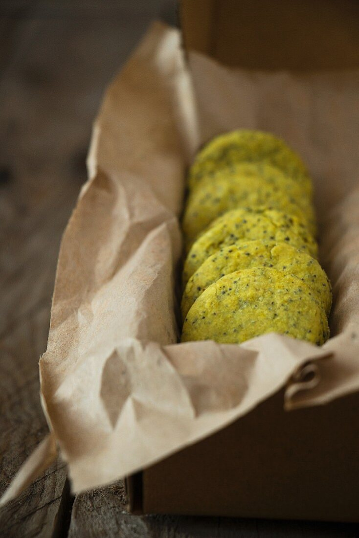 Spicy green curry biscuits in a tin