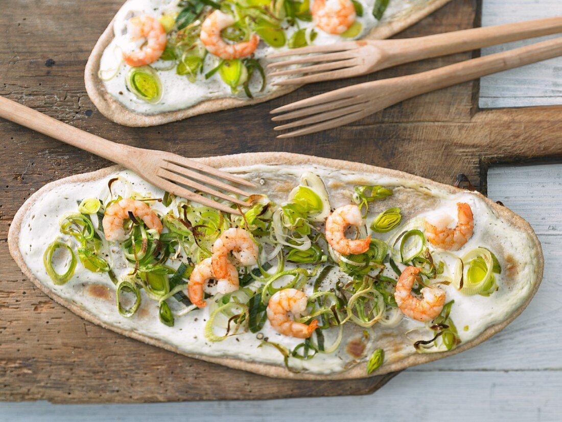 Tarte flambée with wasabi, prawns and leek