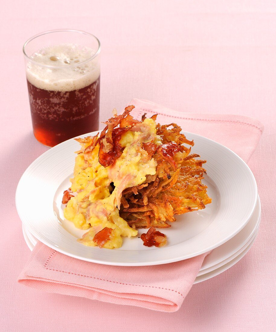 Scrambled egg and bacon on a Rösti (fried Swiss potato cake)