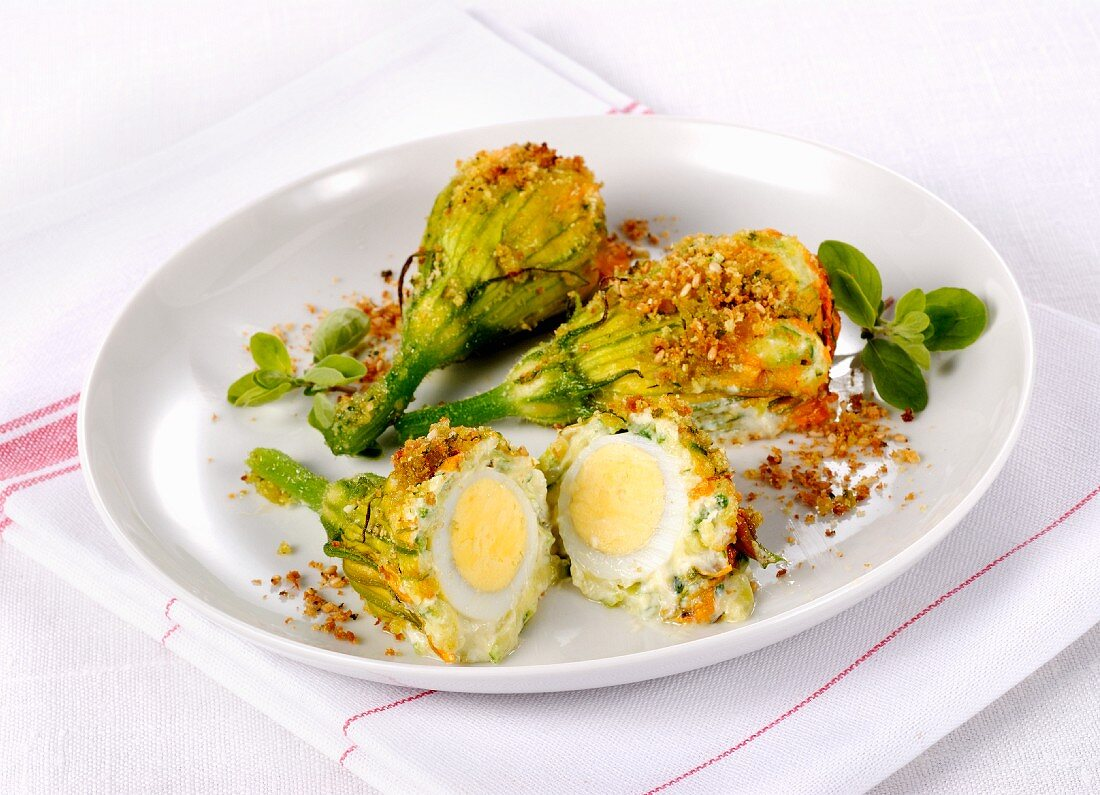 Gratinated courgette flowers filled with eggs