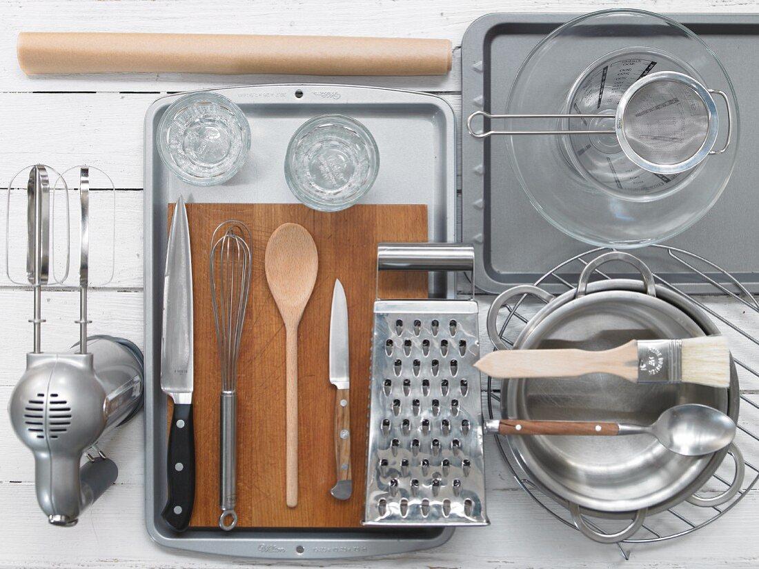 Kitchen utensils for a cream dessert