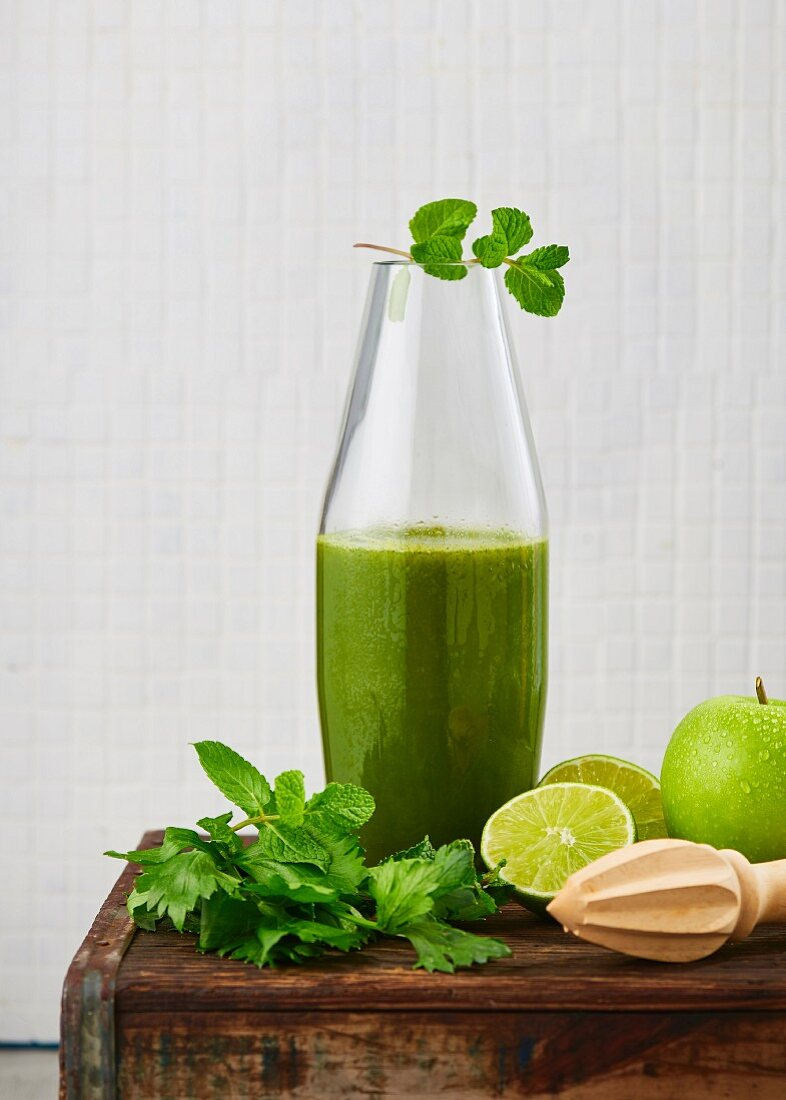 Celery, apple and spinach juice with lime and ginger