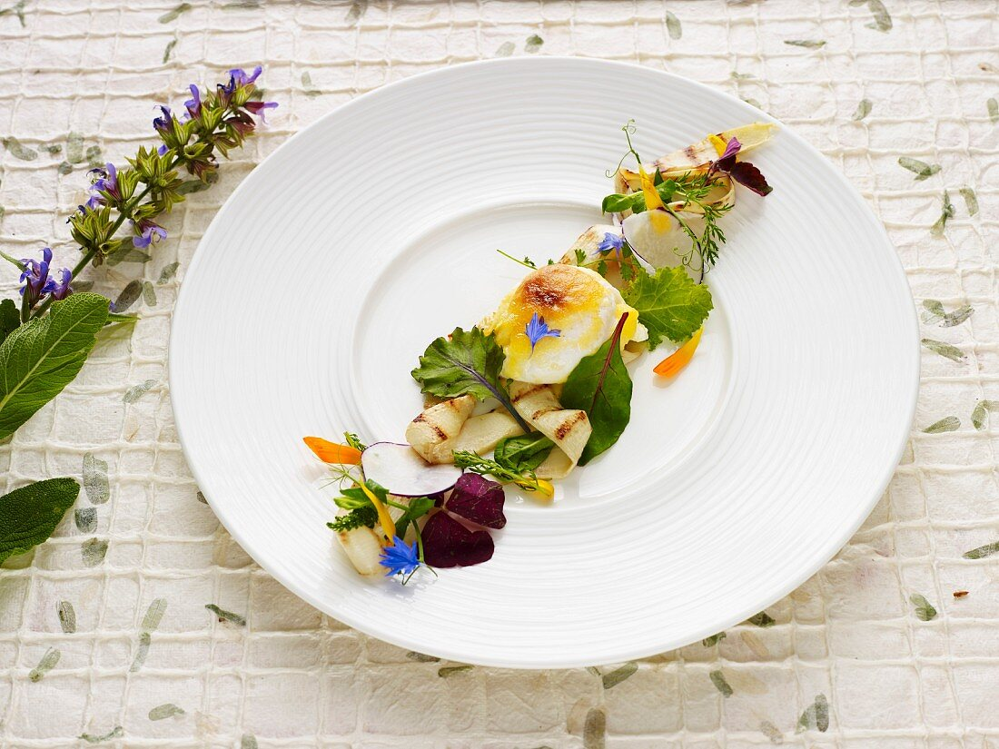 Grilled asparagus with a gratinated chicken egg and spring flowers