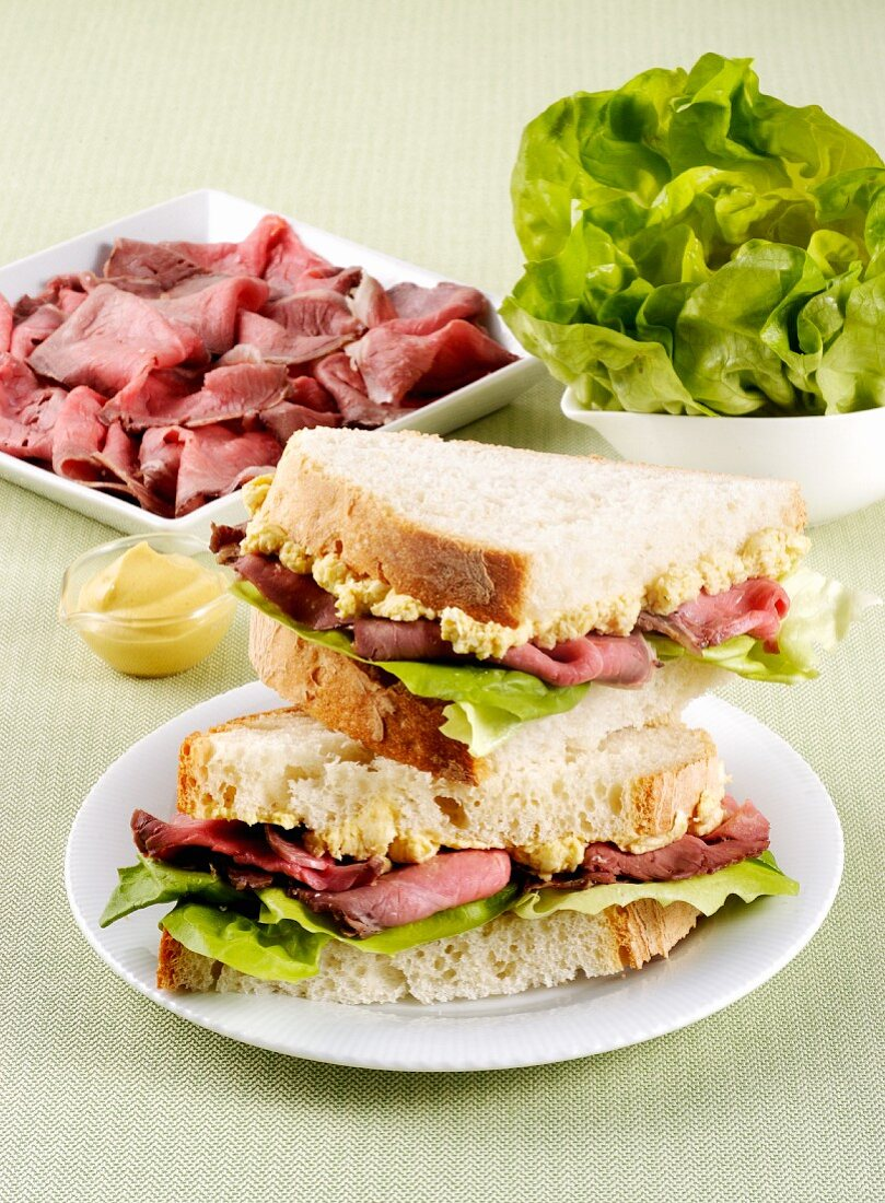 Panini with roast beef and lettuce