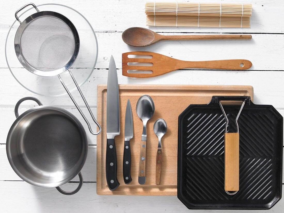 Kitchen utensils for preparing tuna maki rolls with soy noodles