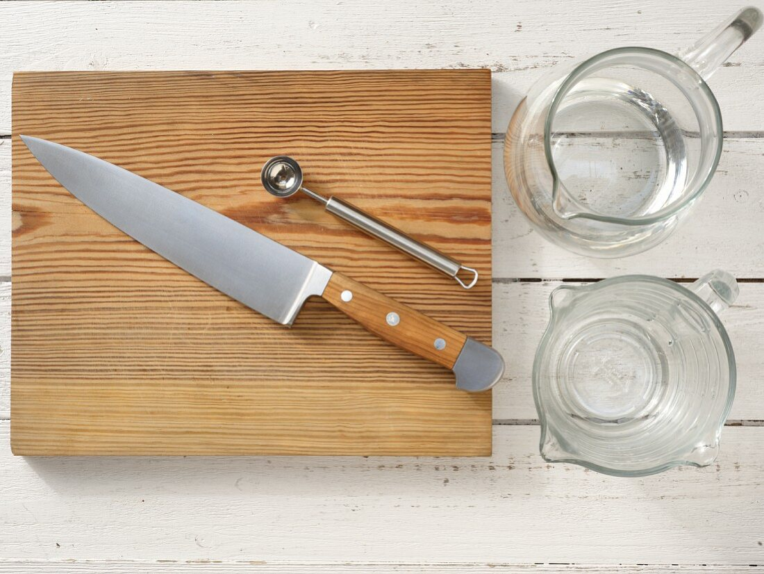 Kitchen utensils for the preparation of sangria with grapes and melon