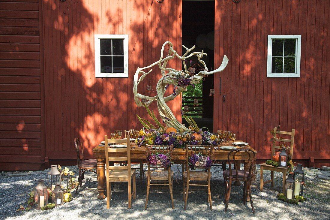 Autumnally set dinner table outside barn (USA, East Coast, New England)