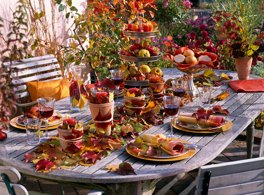 Leaves, apple table decoration, table runner with autumn leaves and malus