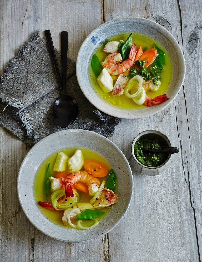 Prawn soup with saffron and pistou sauce (low carb)
