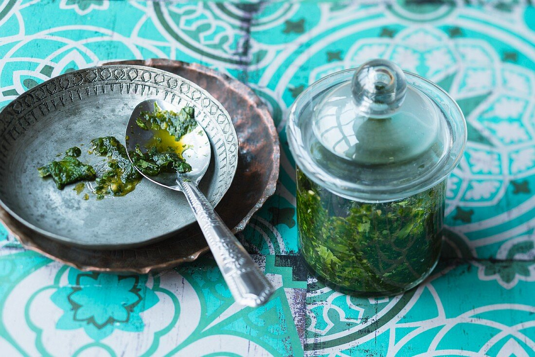 Green chilli chutney with coriander and mint (India)