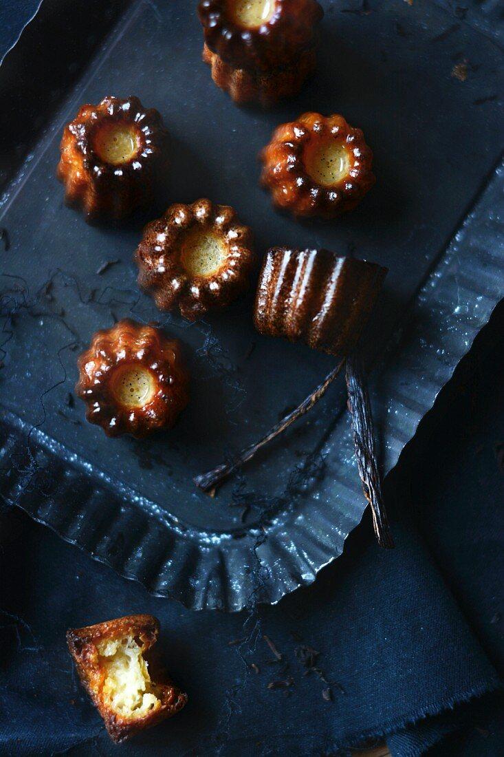 Canelés with vanilla pods