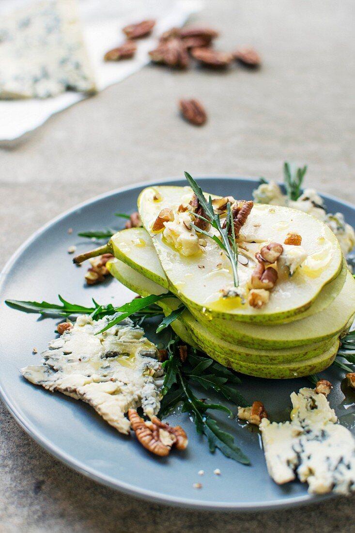 Birnen-Pecannuss-Salat mit Roquefort