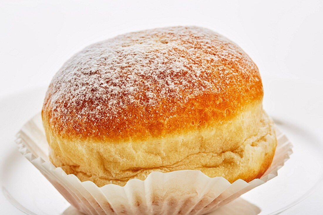 Doughnuts with icing sugar (close-up)