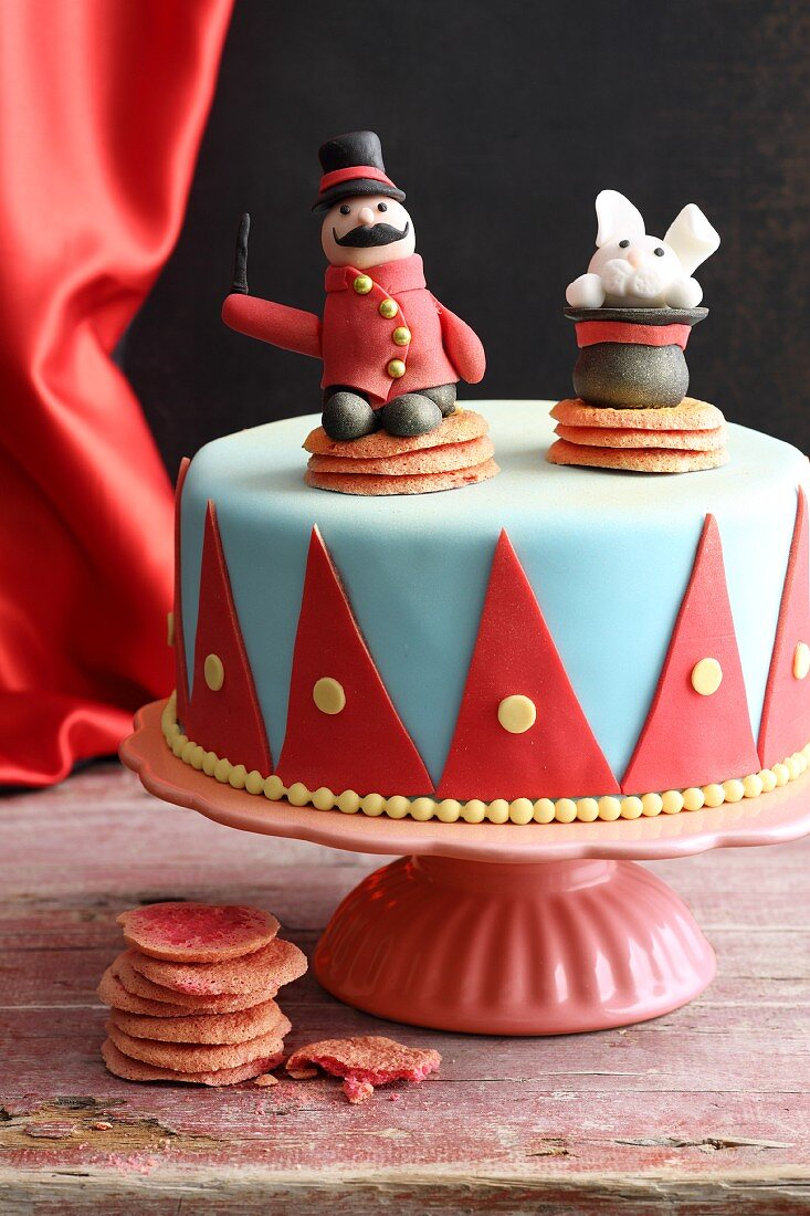 'Hey Presto' fondant icing cake for little magicians