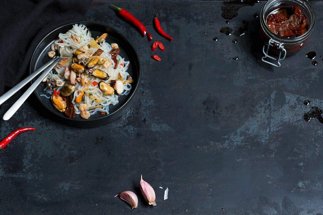 Shirataki spaghetti aglio e olio with seafood (low-carb)