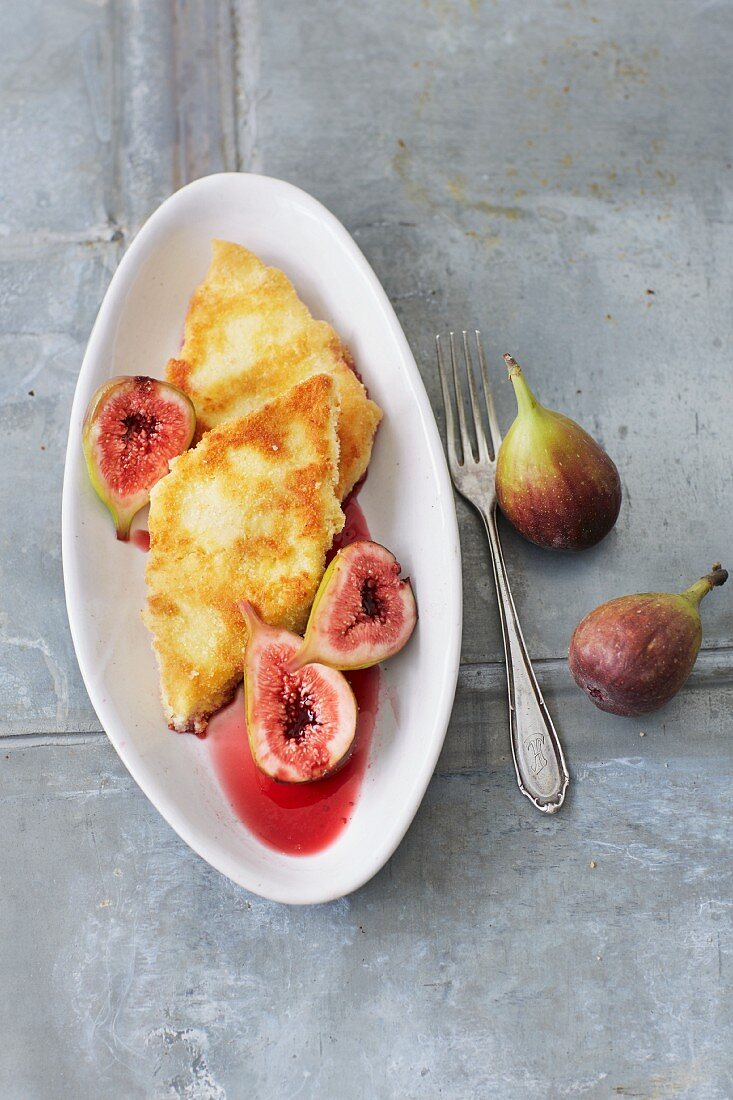 Fried semolina slices served with spiced honey figs (sugar-free)