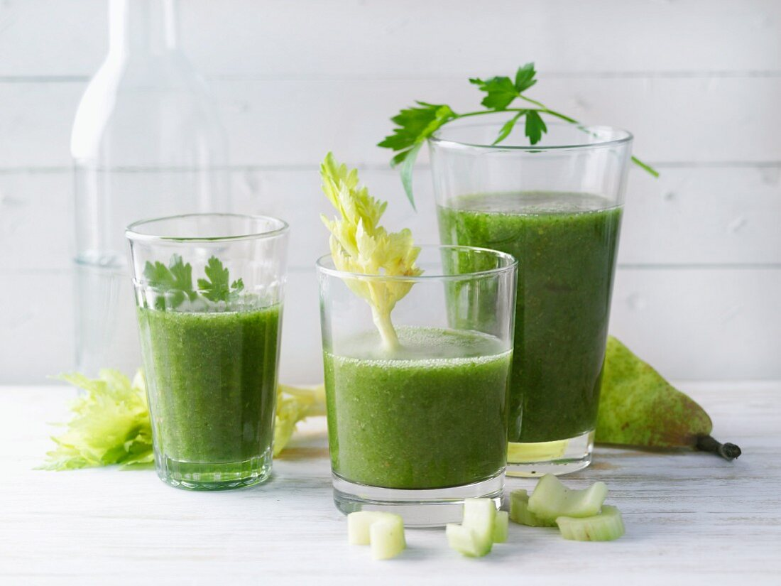Green detox smoothies made with stinging nettle tea