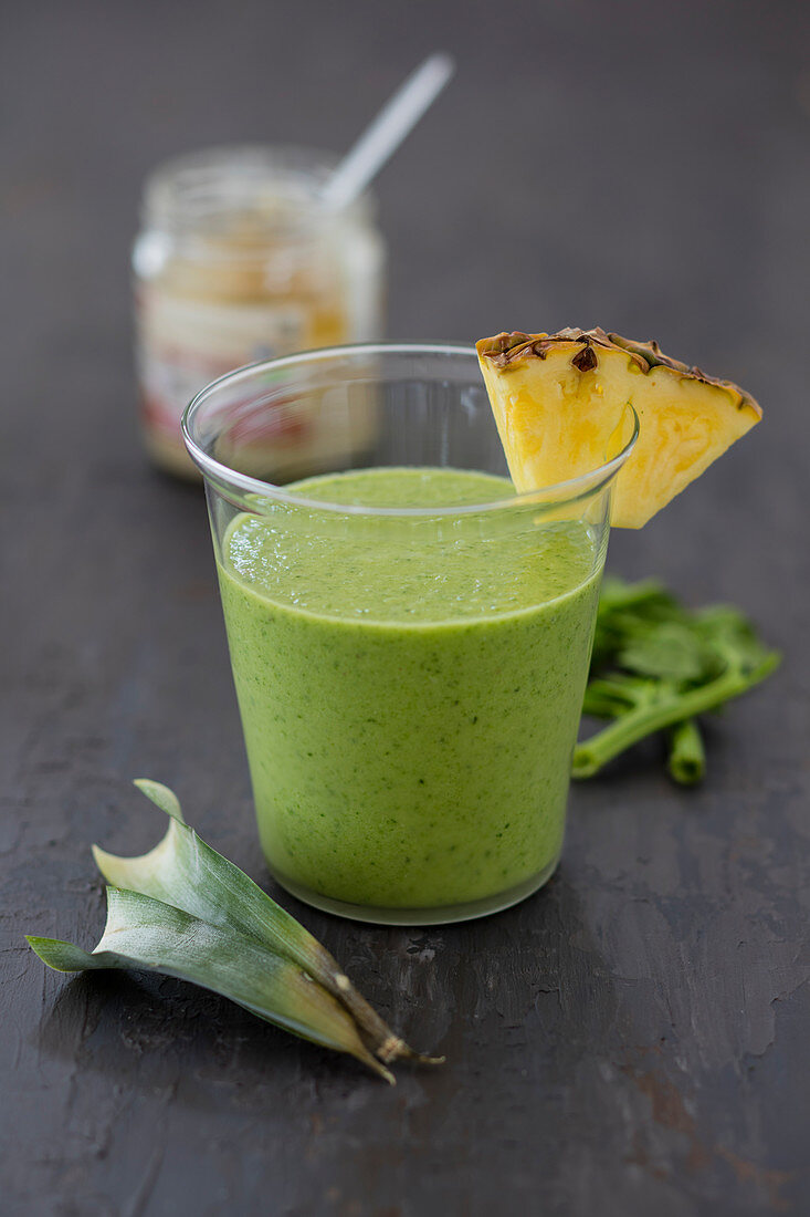 Spinach-pineapple smoothie