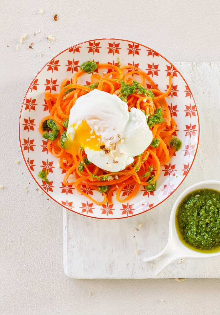 Carrot spaghetti with poached eggs and green pesto