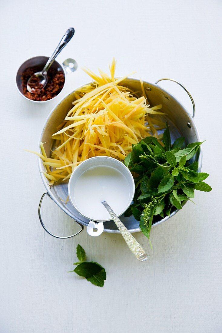 Zutaten für Gaeng Malago Ohn Sai Gai (rotes Curry mit Papaya und Huhn)