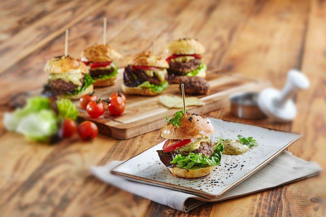 Mini hamburgers with lettuce, tomatoes and cheese