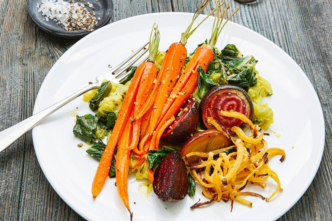 Oven-roasted vegan vegetables with mashed potatoes