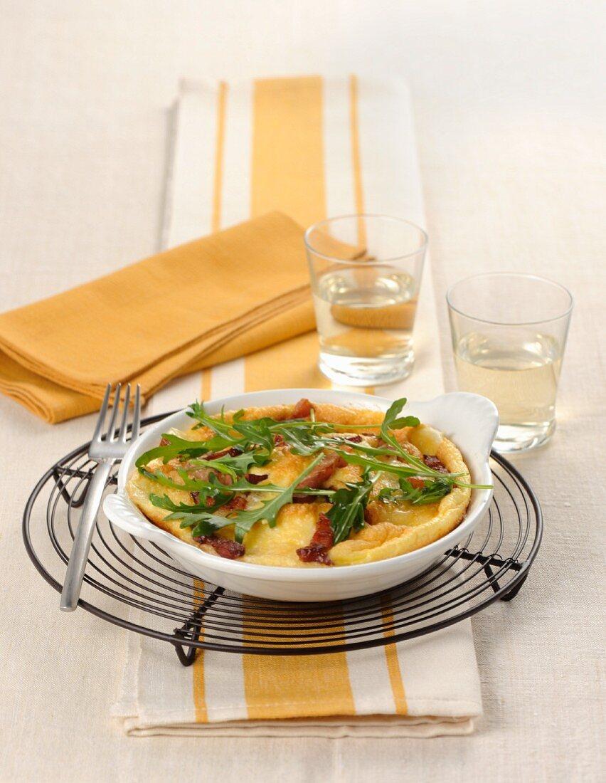 Omelett mit Rucola, Pancetta und Käse