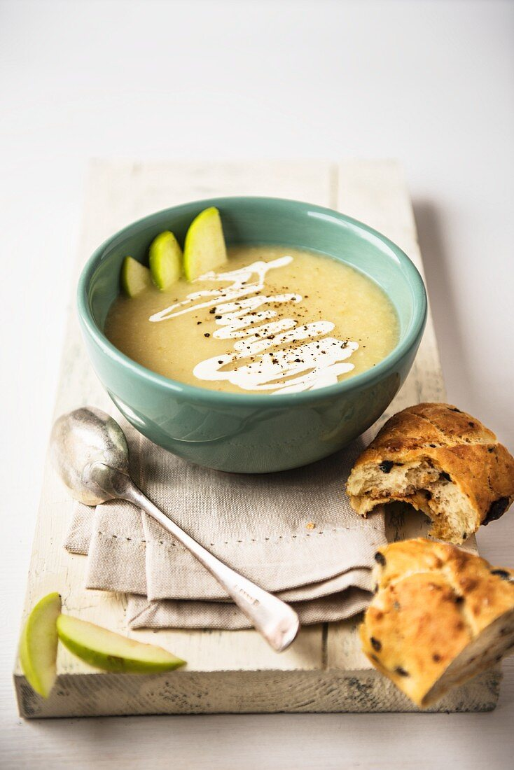 Celeriac and apple soup with fresh bread