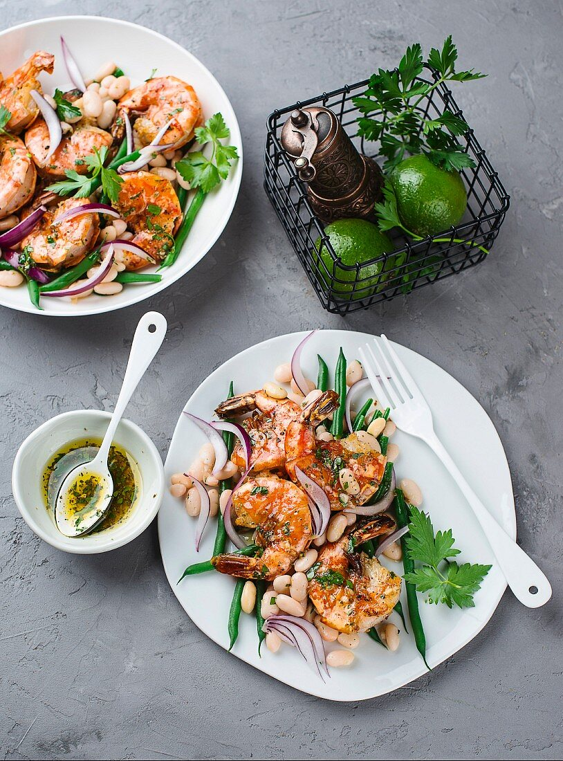 Prawn salad with green and white beans