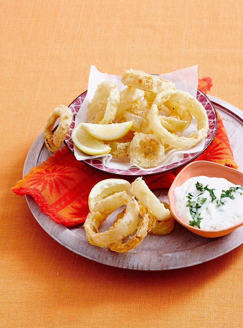 Buttermilk onion rings with ranch dipping sauce