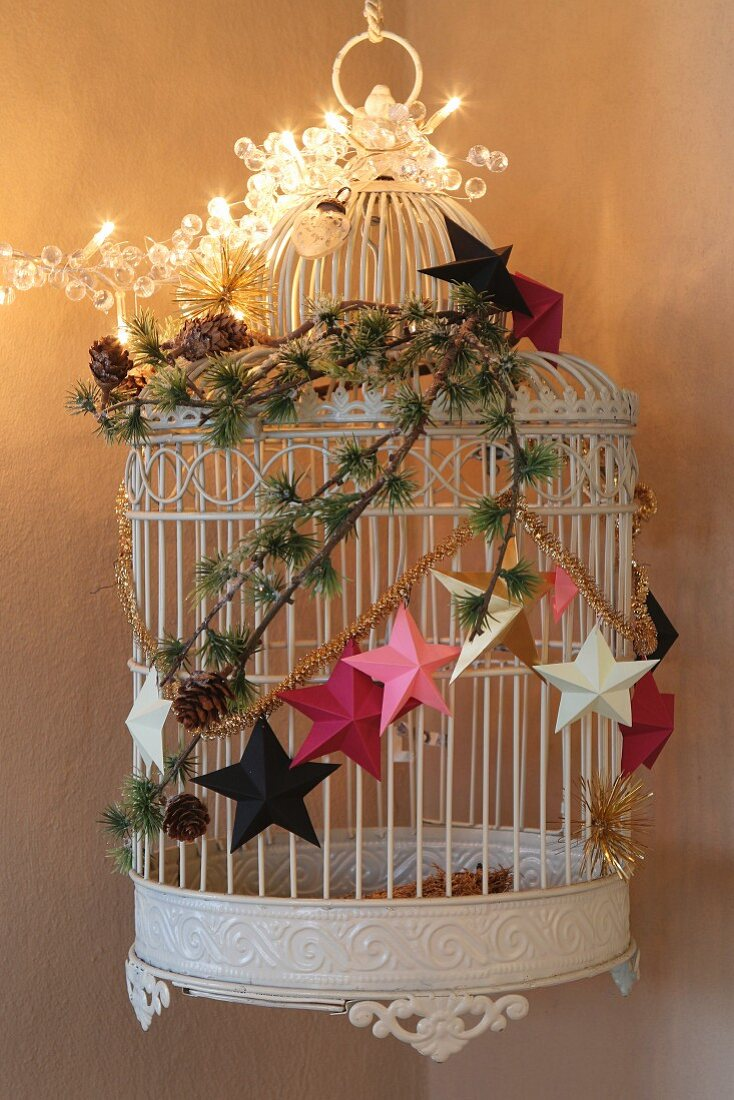 Original, festive arrangement of birdcage and decorations