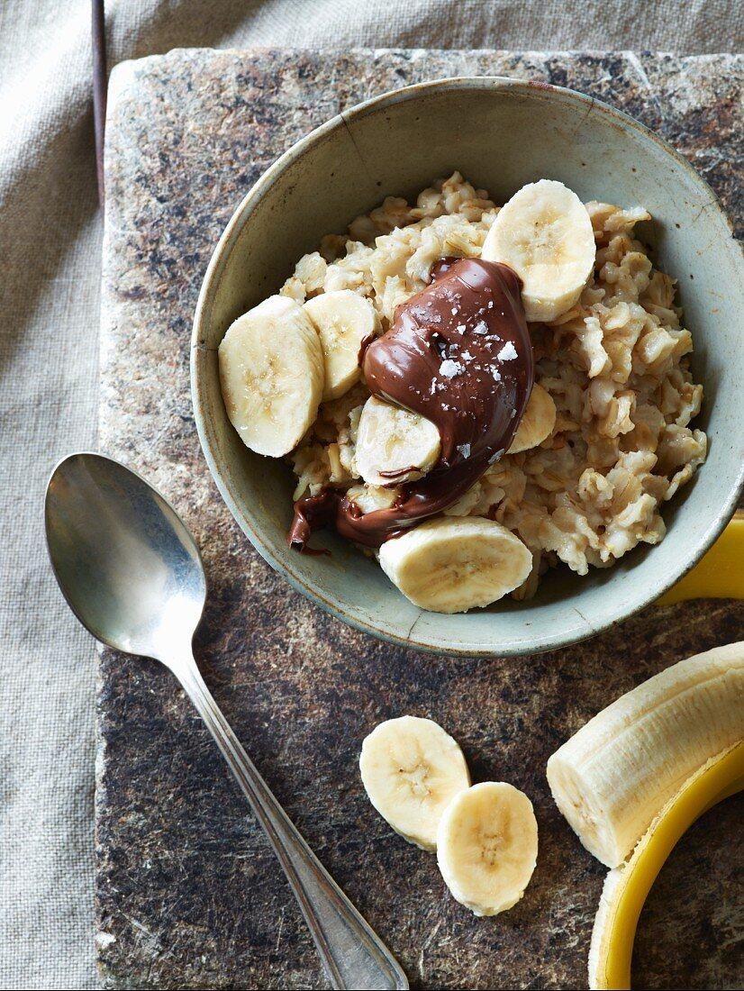 Porridge with chocolate and bananas