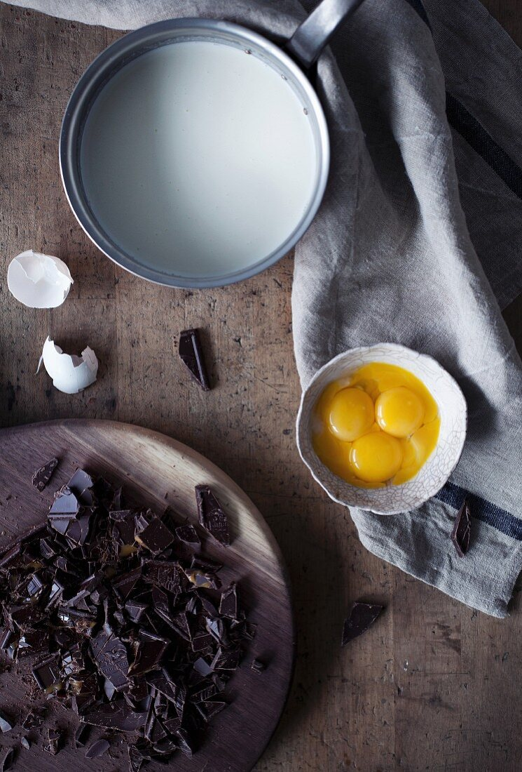 Ingredients for Smores Pie (chocolate cake with marshmallows, USA)