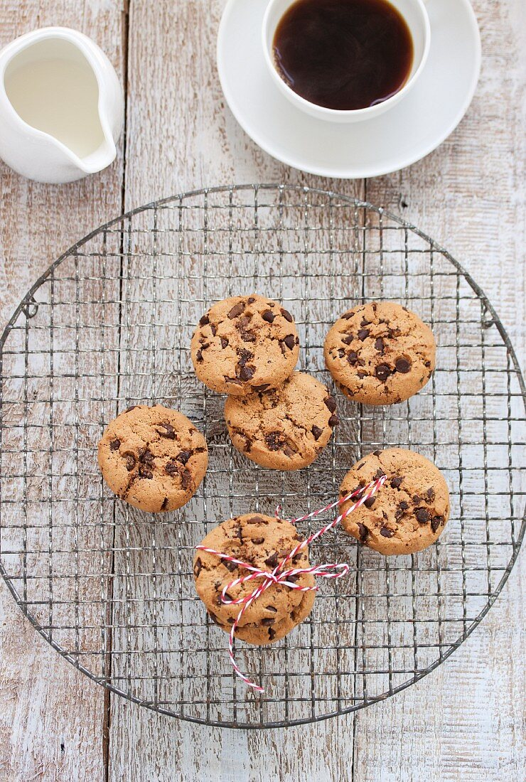 Chocolate cookies with hazelnuts and a quark filling on a wire rack