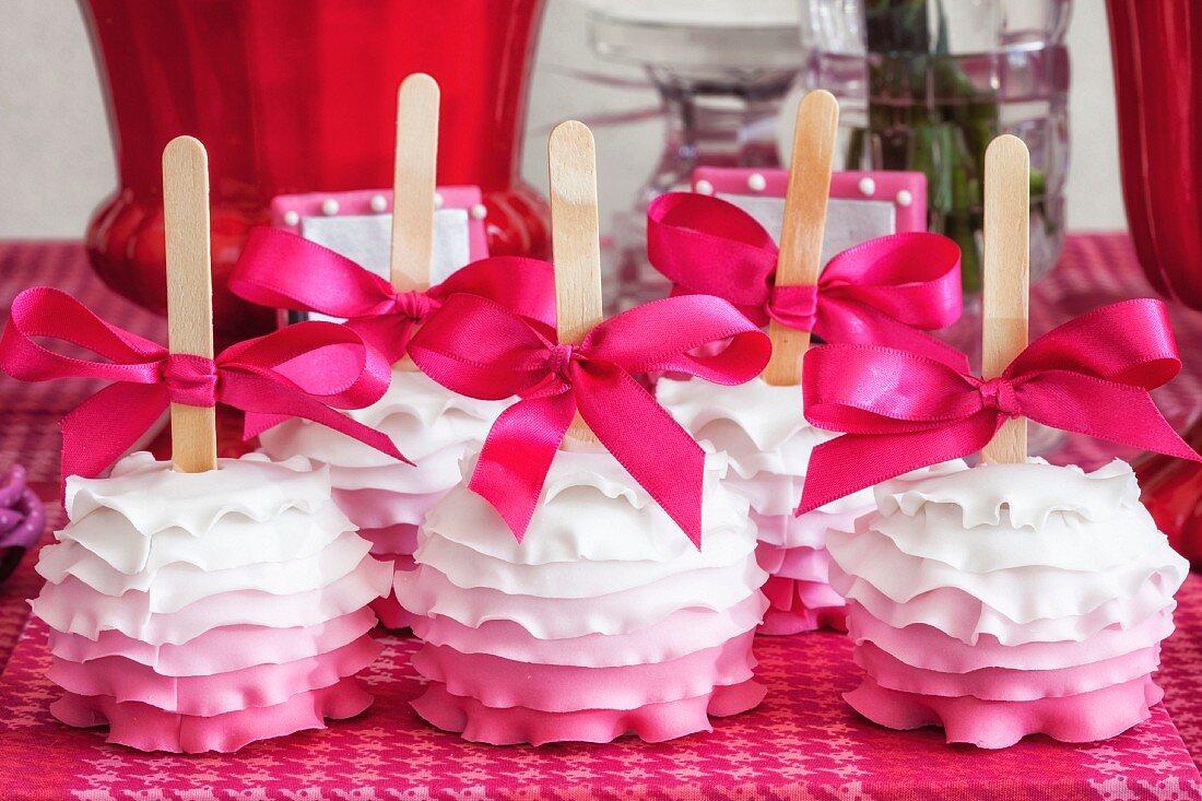 Frilly cake pops