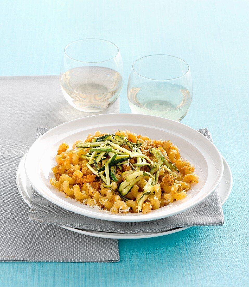 Cavatappi al ragù e zucchine (corkscrew pasta with meat sauce and courgettes, Italy)