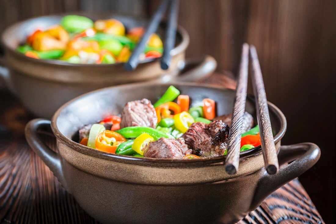 Noodles with beef and vegetables for two (Asia)