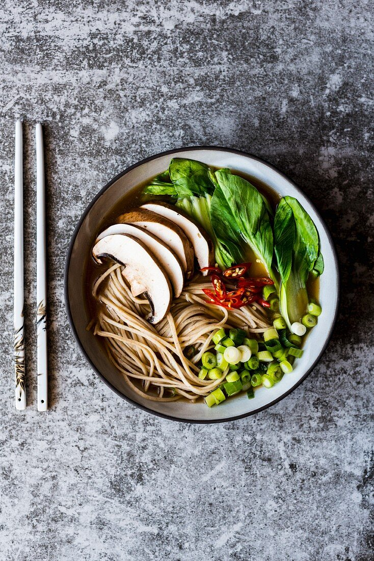 Ramen noodles with vegetables and chilli