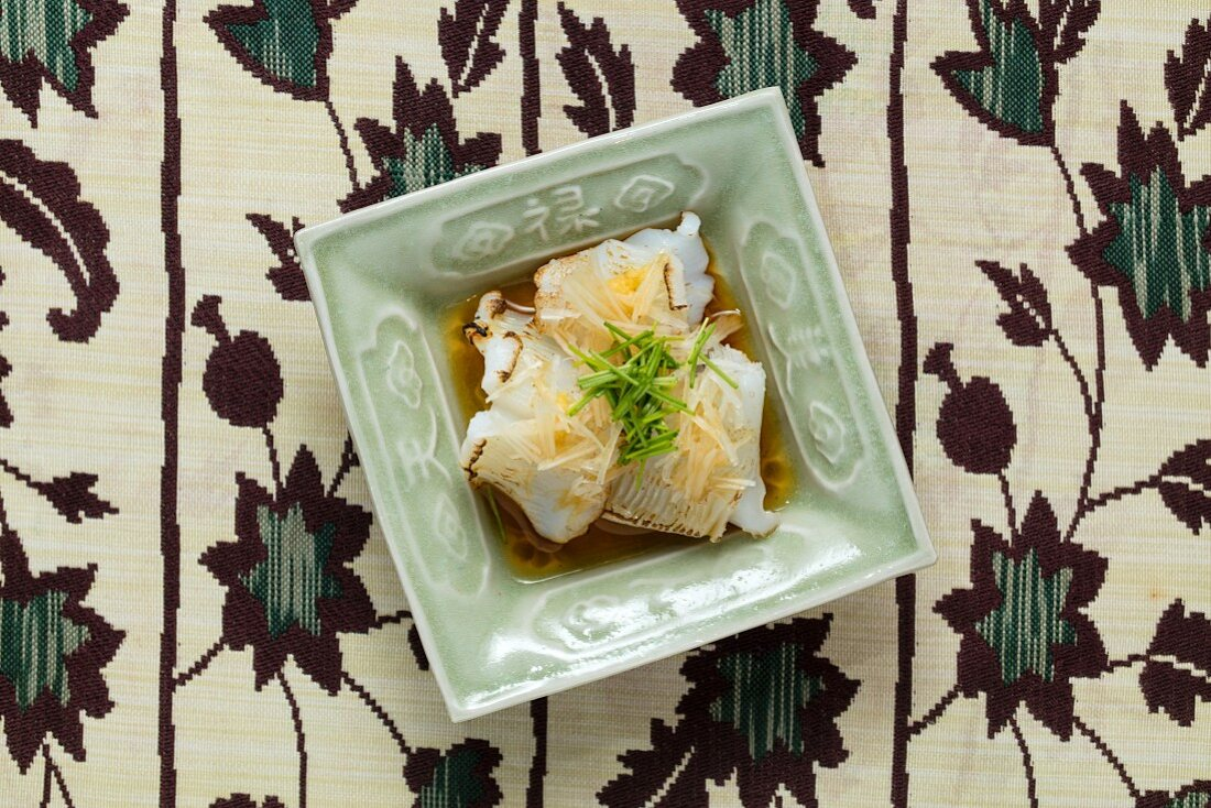 Kaiseki-Menü:Ika, leicht angegrillter Kugelfisch