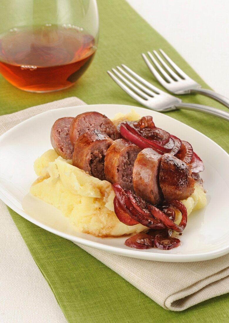 Salamelle alla grappa e purè (Grappa sausages with mashed potatoes, Italy)