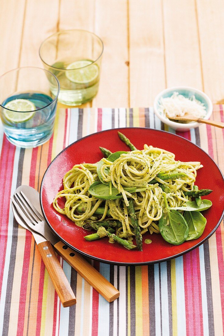 Linguine with green asparagus, baby spinach and basil pesto