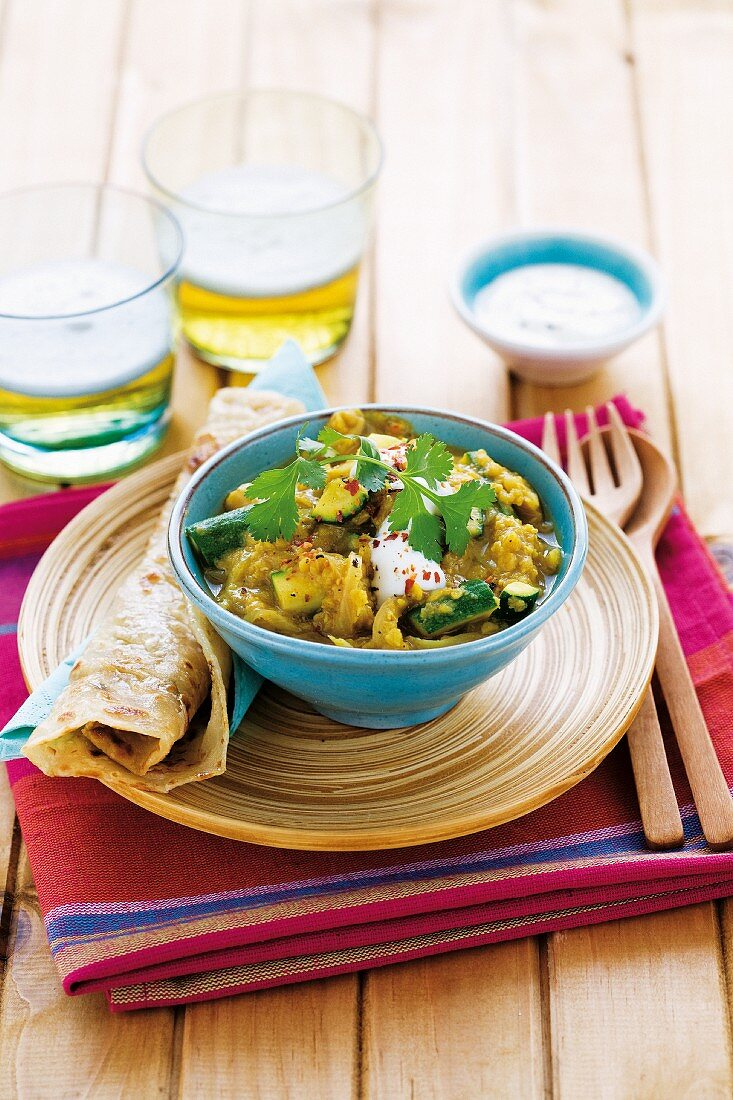 Dhal with red lentils and courgettes (India)
