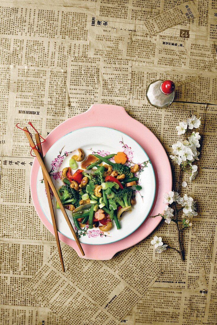 Stir-fried vegetables with cashew nuts