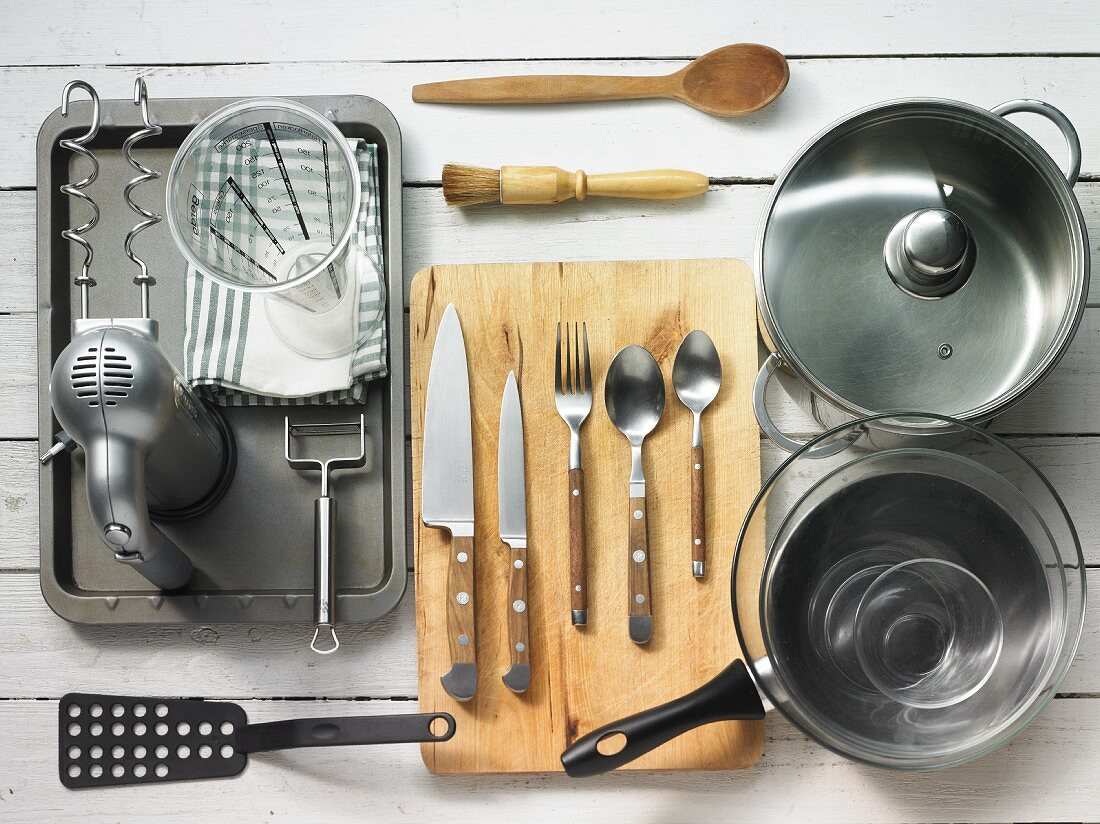 Kitchen utensils for making leek and potato cake