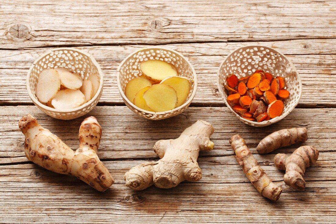 Galangal, ginger and turmeric, whole and sliced