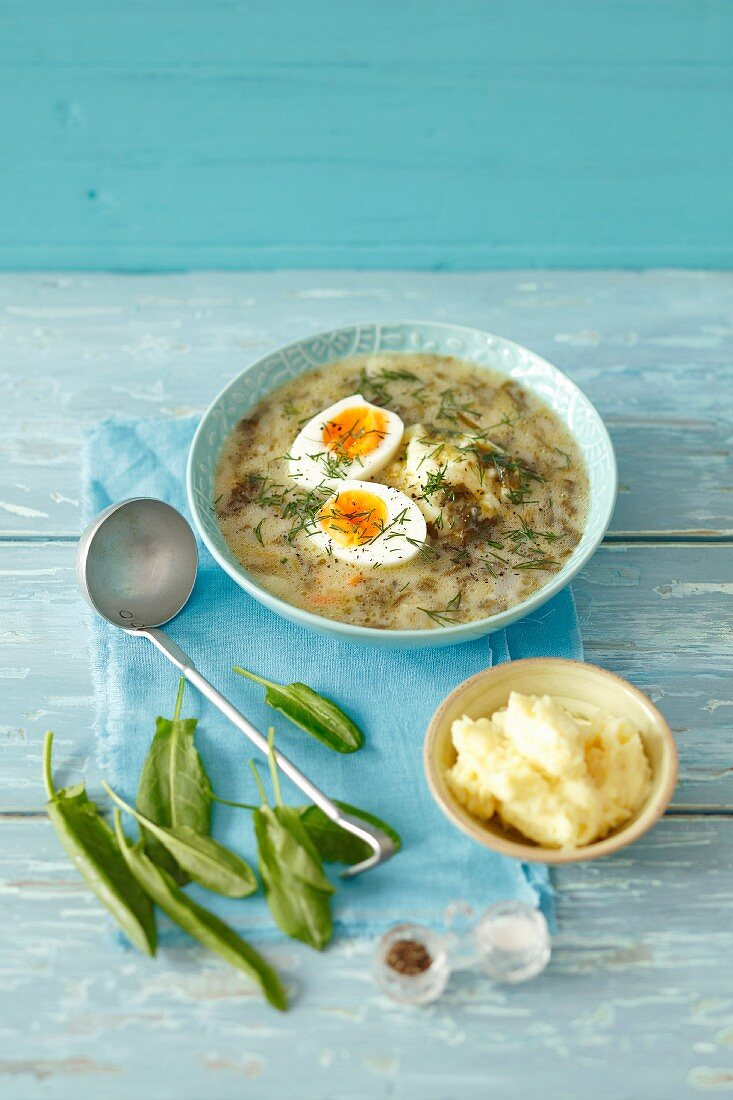 Sorrel soup with mashed potatoes and hard-boiled egg