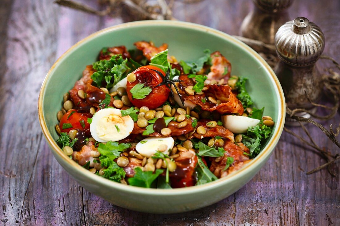 Lentil salad with bacon and egg